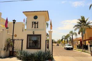 Valentin Gomez Farias Puerta de Hierro, Casa #21   property for sale