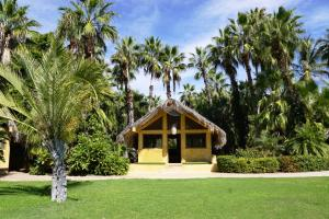 The Palm Grove is a real piece of paradise located within the Ranch and walking distance to the beach