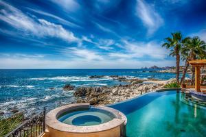 Oceanfront & Arch Views