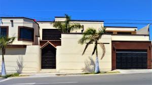 359 Calle Rosa, Casa Rosa, La Paz,