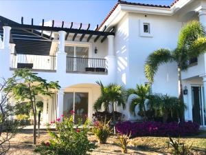 Bugambilia Phase 3, Villas de Oro PENTHOUSE, San Jose Corridor,
