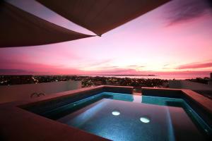 Roof pool & terrace area