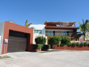 360 Isleños, Casa Arbolada, La Paz,