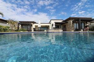 Poolside Alvar 7.4