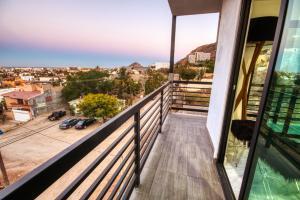 8 de Octubre, Morgan Residences, Cabo San Lucas,