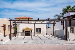 # 4T, Casa Cabo Bello, Cabo Corridor,