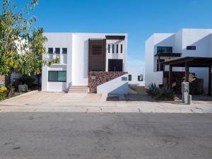03 MZA 15, Casa Marifer, Cabo Corridor,