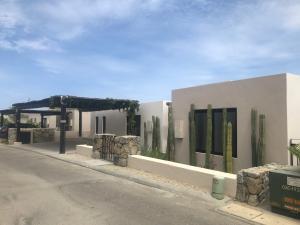 Hermitage, Casa 30, Cabo Corridor,