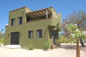 Palo Blanco Area, Casa Tash, East Cape,