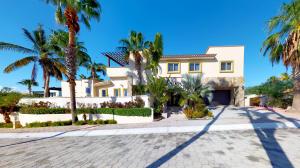 Santa Carmela #68, Villa Elegante, Cabo Corridor,