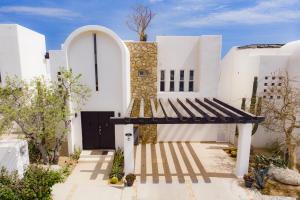 2nd Right in community, Villa Nicola, Cabo Corridor,