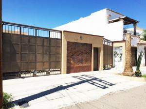 #138 De Los Delfines, Studio Fidepaz, La Paz,