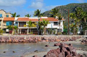 Villa 2 KM 2.5 Carretera Pichilingue, Casa Marina Palmira, La Paz,
