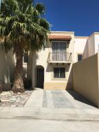 Outstanding location in Pedregal Plaza