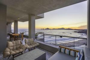 Unrivaled views of Bahia Cabo San Lucas and The Arch.