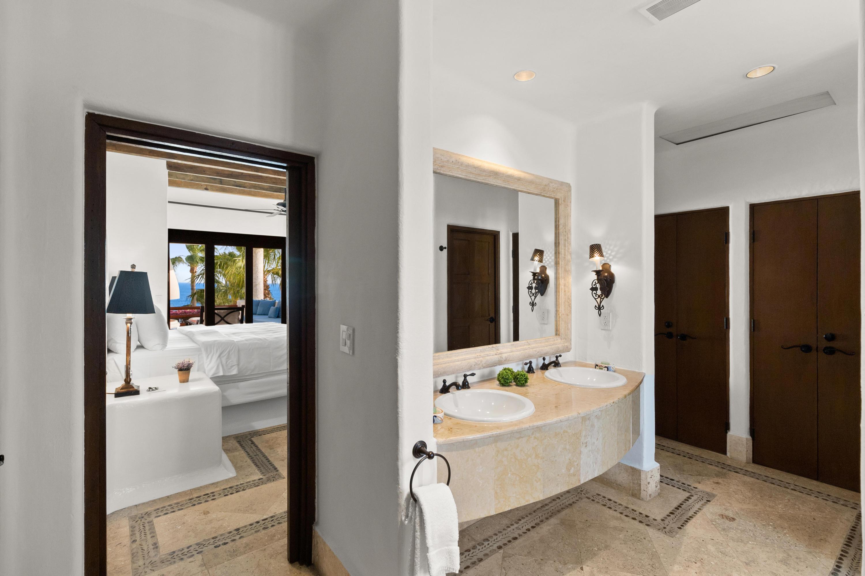 Bathroom (2 of 3)