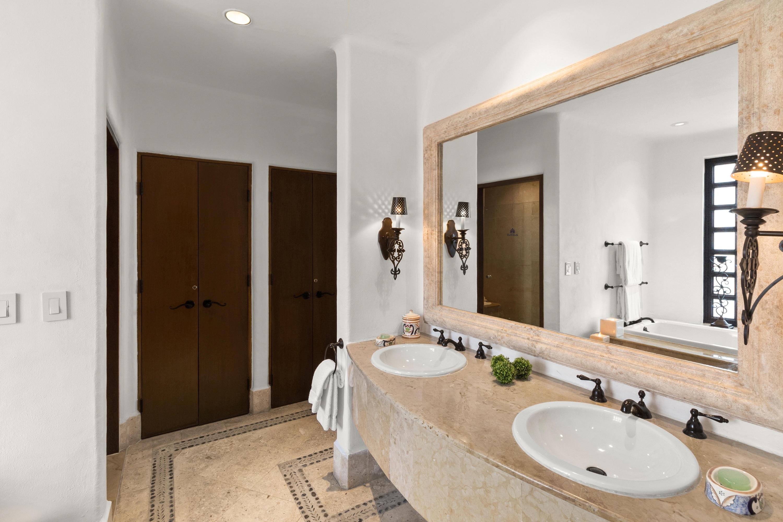 Bathroom (3 of 3)