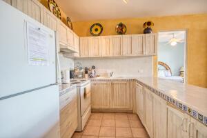 Beautiful fully furnished kitchen