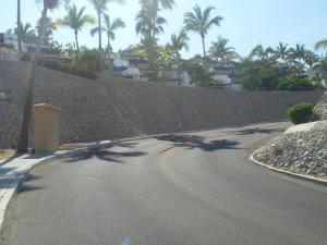 Entrance to Lomas