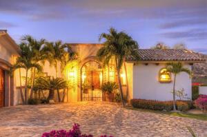 Casa Heleca entry to interior open air courtyard