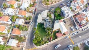 Huge Property in Col Magisterial San Jose