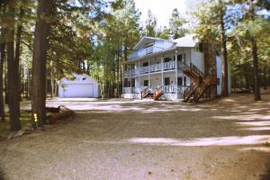 2537 Rim Loop, Forest Lakes, AZ 85931
