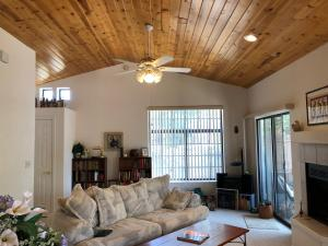 Beautiful tongue and groove knotty pine makes for a beautiful room