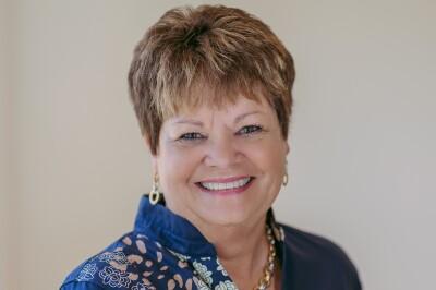 Donna Neil agent image