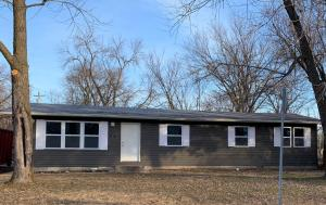 107 W LAKEVIEW AVE, CENTRALIA, MO 65240