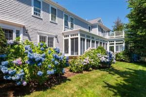 689 Scudder Avenue, Hyannis Port, MA 02647