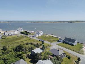 32 Shore Road, West Yarmouth, MA 02673