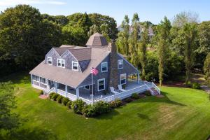 17 Pearl Avenue, Hyannis Port, MA 02647