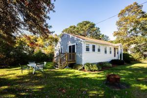 15 Oak Bluffs Road, South Yarmouth, MA 02664