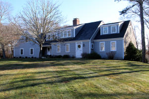 Welcome to 8 Solomon Pond Rd in East Sandwich