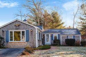 23 Acorn Drive, Osterville, MA 02655