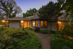 108 Woods Hole Road, Falmouth, MA 02540