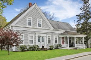 Wonderful Antique home in the Heart of Wellfleet