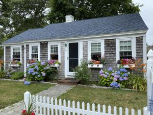 10 Harbor View Road, Harwich Port, MA 02646