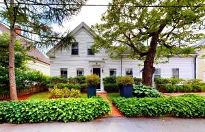 8 Washington Avenue, Provincetown, MA 02657