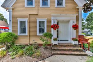 16 Winthrop Street, Provincetown, MA 02657