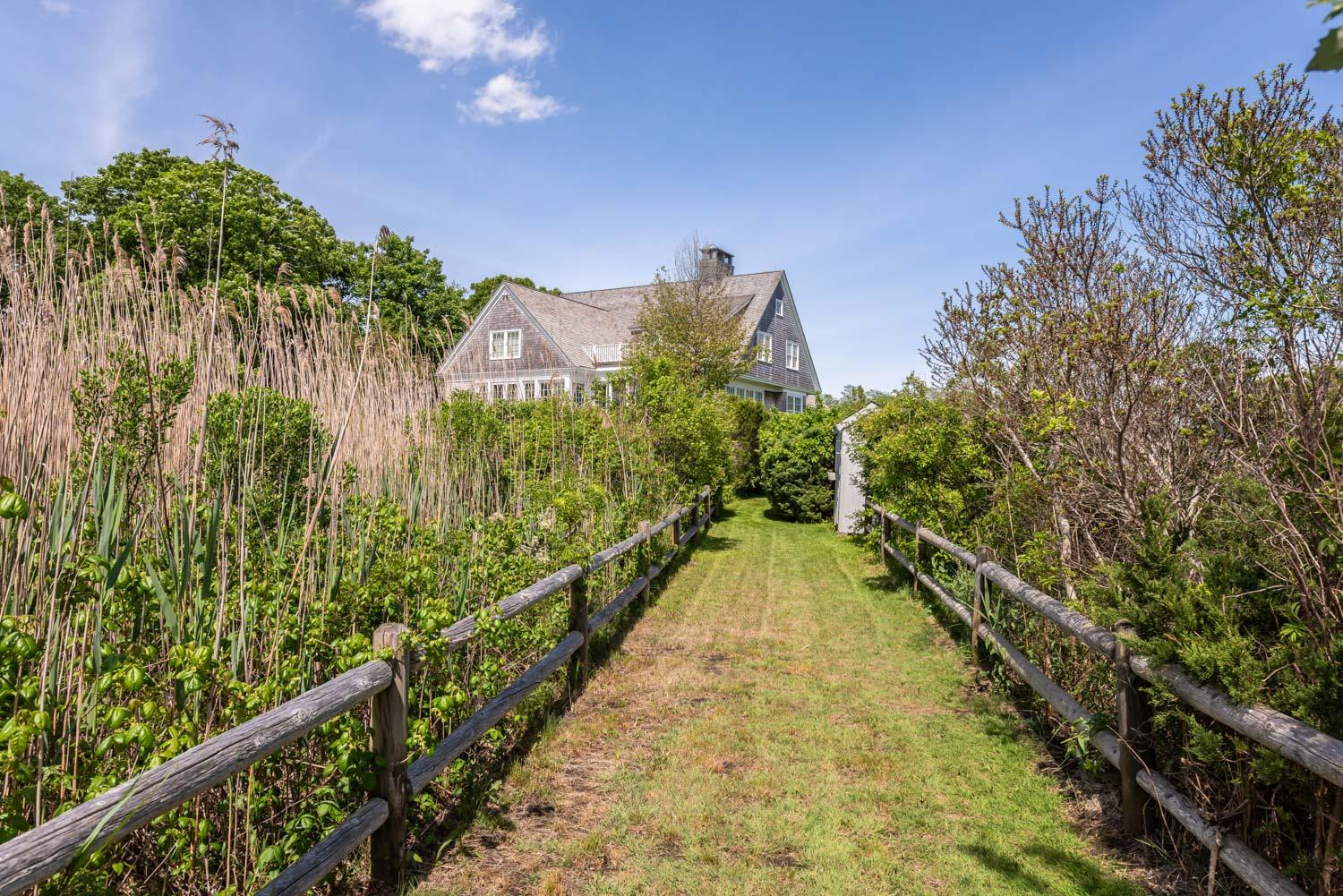 183 Bay Street Osterville, MA 02655