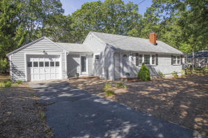 15 Indian Pond Road, West Dennis, MA 02670