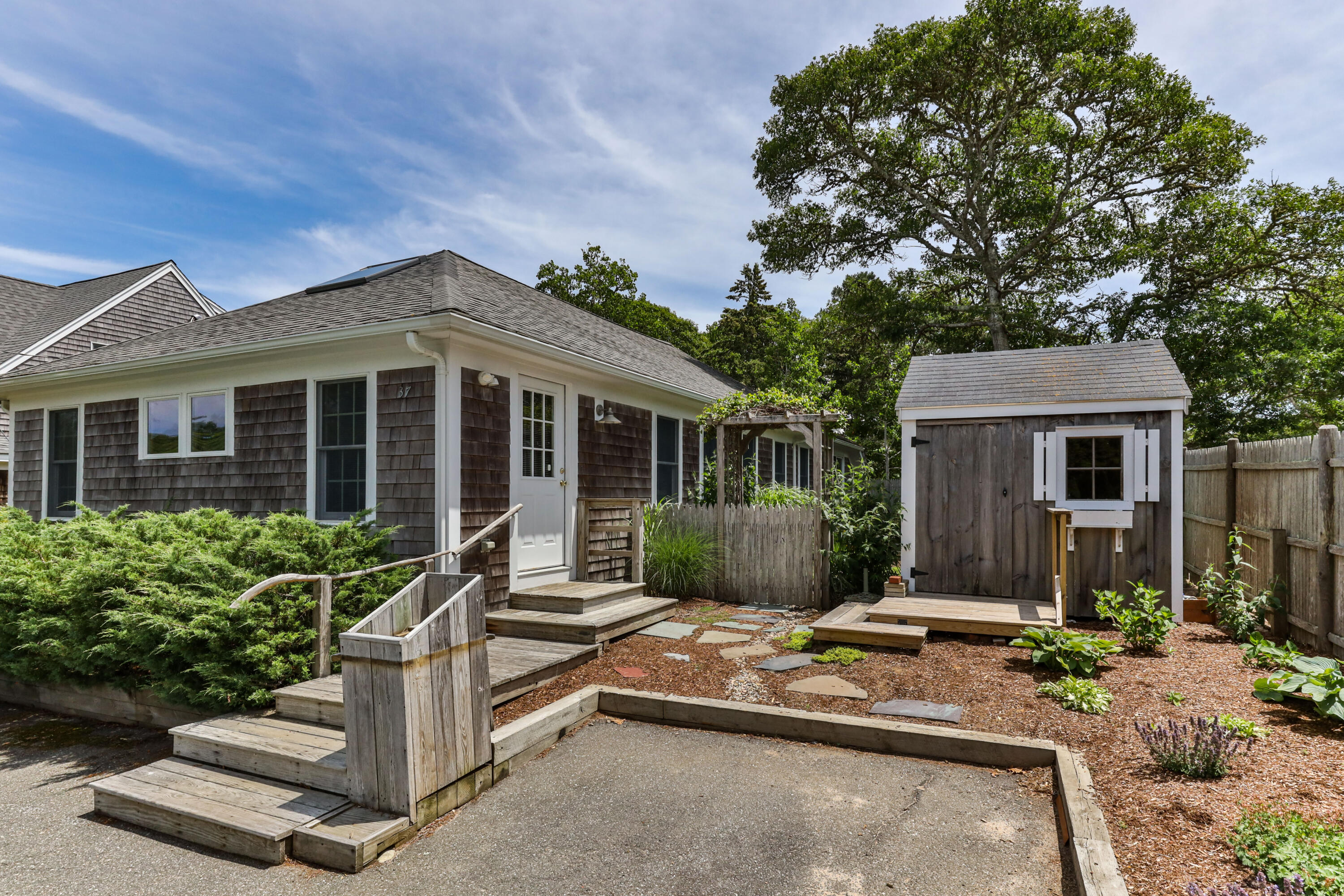 37 Old County Road, Harwich, MA details