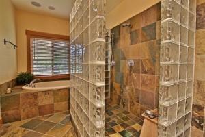 Suite #1 Bathroom (2)