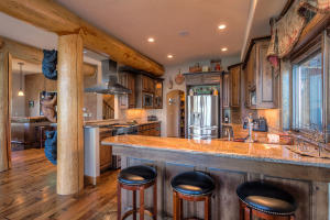 Solid Alder cabinets, granite, Stainless high-end appliances, Breakfast bar and Chef's kitchen