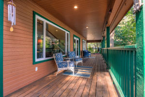 Incredible decking and wrap around views from every angle. Can handle a crowd or just you!