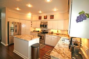 Great lighting in kitchen