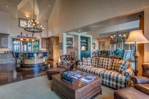 Spaciousness for family gatherings and entertaining