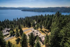 Spectacular Views of Lake Coeur d Alene, perched above for special mountain and lake panoramic views