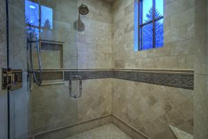 Walk-in tile shower w/seat & dual heads